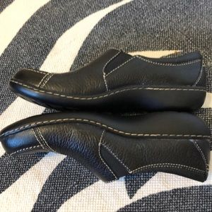 Clarks Shoes - Clark's Slip-on Black Leather Shoes l Size 7N EUC